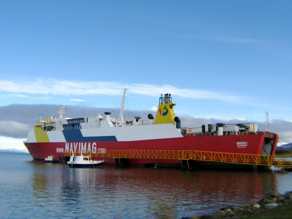 Navimag Amadeo I by Butterfly voyages CC BY-SA 3.0