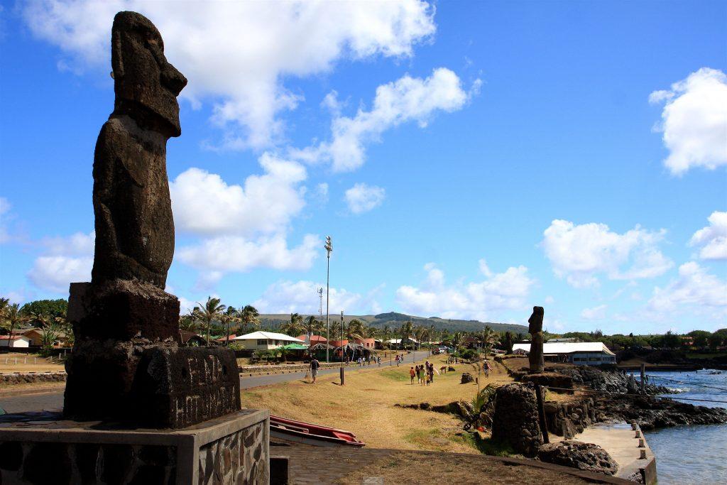 Plaza_Hotu_Matua_-_Hanga_Roa,_Easter_Island_(5956397450)