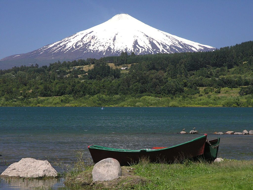 Villarrica By Roberthelmlinger CC BY-SA 3.0