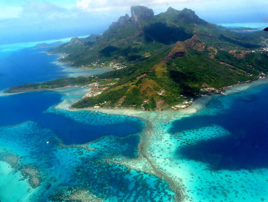 BoraBora <a title=%22By Samuel Etienne (Own work) [CC BY-SA 3.0
