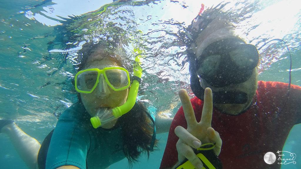 La Cris i en Carles fent snorkel al Maresme - wetravel.cat