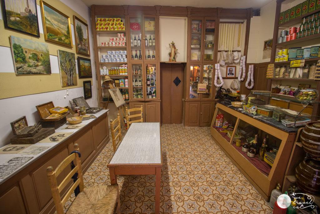Colmado Pastisseria Cal Sala de les botitgues antigues de Calaf - wetravel.cat